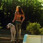 Фотосессия с собакой фэшн съемка модели в парке на пленэре