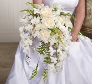 Модные свадебные тренды 2018 белый букет невесты