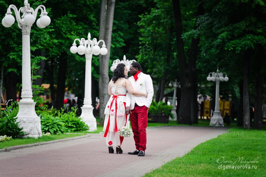 свадебная фотосессия лав стори сад Эрмитаж Ольга Майорова фотограф