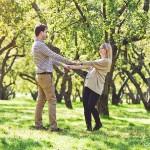 Фотосъемка беременных в яблоневом саду в Москве Коломенское