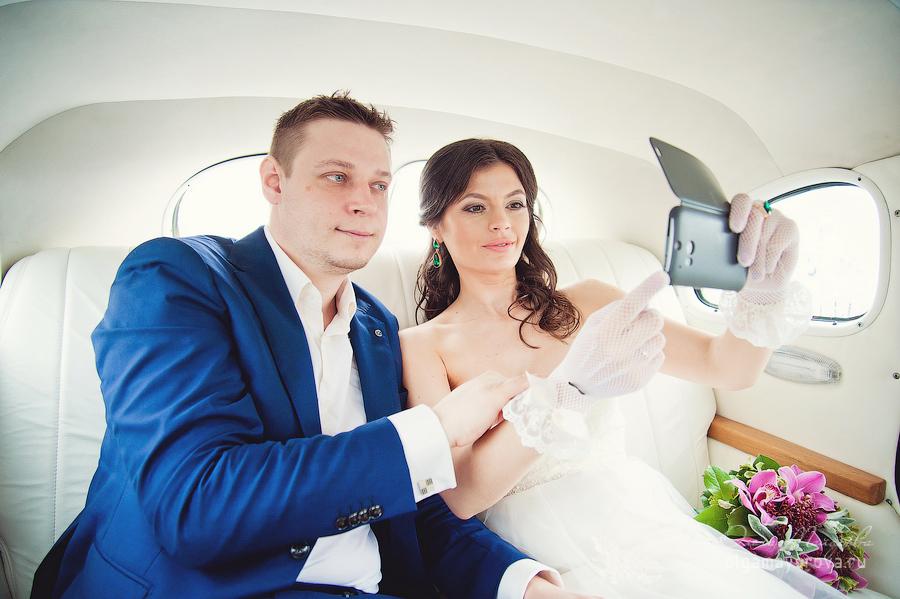 свадьба изумрудный цвет, фотограф на свадьбу в Москве, свадебный фотограф в Москве Ольга Майорова, свадьба храм христа спасителя, свадьба в дождь, свадьба ливень, свадьба старинная машина, красивое свадебное фото, фотограф на свадьбу недорого, свадьба в мае, загс на ВДНХ, ресторан с видом на ХХС, свадьба прогулка в дождь, жених и невеста в дождь, жених и невеста в машине, свадьба кадиллак, свадьба, вднх, сборы в отеле, детали свадьбы