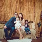 Семейный портрет с детьми в студии фотосъемка москва