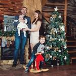 Семейная фотосессия в студии новый год у елки