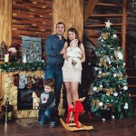 Семейный портрет в студии у елки
