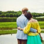 Лав стори фотосессия Анны и Валентина в Кусково пруд грот обнимашки