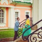 Лав стори фотосессия Анны и Валентина в Кусково влюбленные лестница пара
