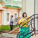 Лав стори фотосессия Анны и Валентина в Кусково влюбленные пара лестница