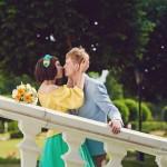 Лав стори фотосессия Анны и Валентина в Кусково влюбленные пара жених невеста лестница желтый голубой буке цветы взгляд поцелуй лавстори lovestory