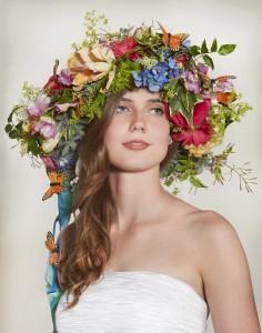 Свадебный венок невесты на голову из цветов яркий модные тренды 2018